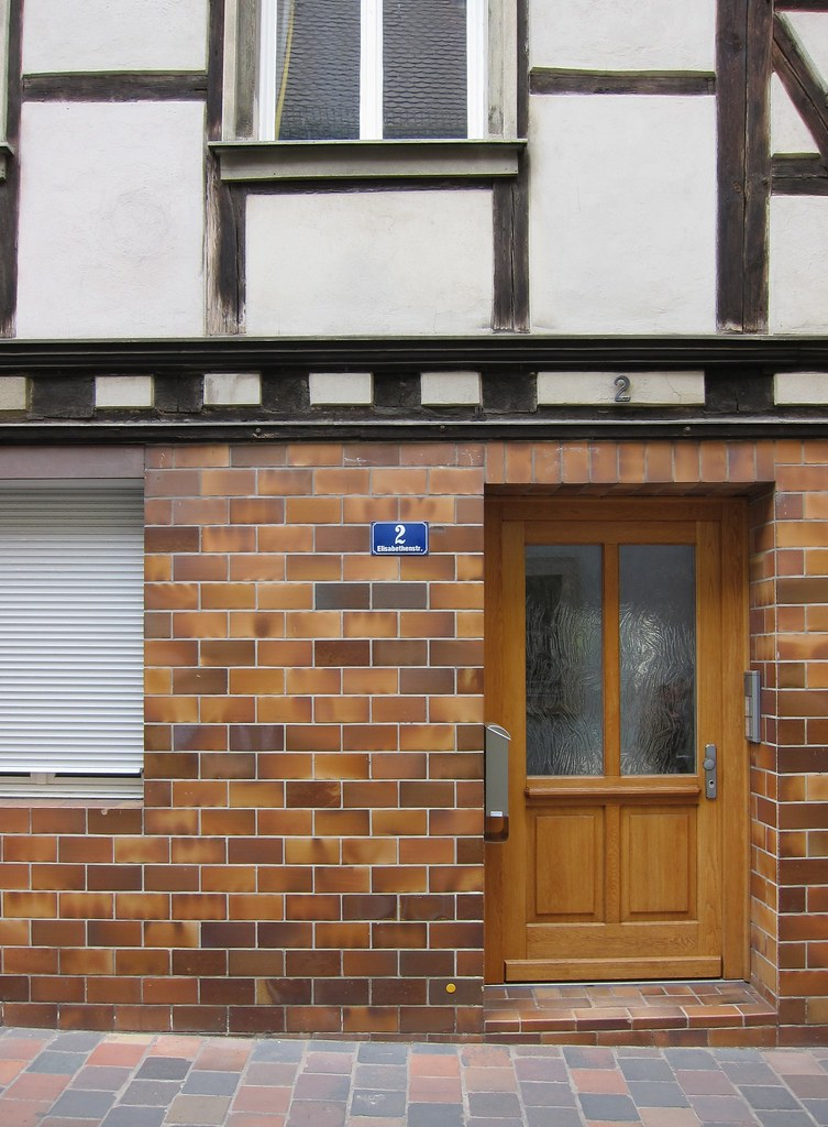 Basis Und Überbau / Base And Superstructure (bartholmy) Tags: Bamberg Tür  Door Fliesen