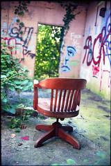 Seat (ADMurr) Tags: seat chair memphis pink walls jungle hallucination leica m6 kodak ektar 50mm summicron film 35mm photography dab294 illusion