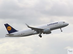 Lufthansa A320-214 D-AIUX taking off at MAN/EGCC (AviationEagle32) Tags: manchester man manchesterairport manchesteravp manchesterairportatc manchesterairportt1 manchesterairportt2 manchesterairportt3 manchesterairportviewingpark egcc cheshire ringway runway ringwayairport unitedkingdom uk airport aircraft airplanes apron aviation aeroplanes avp aviationphotography aviationlovers avgeek aviationgeek aeroplane airplane planespotting planes plane flying flickraviation flight vehicle tarmac lufthansa lufthansagroup airbus airbus320 a320 a320200 a322 a320214 daiux takeoff departure