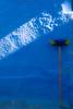 Chaouen (a/nco) Tags: chaouendetalles chefchaouen azul lucessombras minimalismo calles viajes escoba paredes tallerretratodocumental