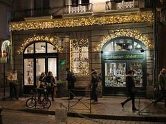 Toulouse, Place St Etienne - Noël 2017 - (2) (gregory.tetsios) Tags: nuit night lumière light rue noël toulouse france placestetienne christmas street photographiederue streetphotography panasonicdmcgx8 lumixgx8 lumix gx8 leica dg summilux 25f14 leicadgsummilux25f14