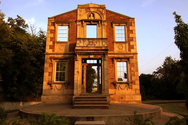 Heigold House facade - Louisville, KY