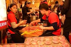 Street food at Jiufen (Taiwan 2017) (paularps) Tags: paularps arps 2017 2018 taiwan republicofchina asia azië nature culture chinese reizen travel fareast 101building taipei taipeh dumplings xiaolongbao dintaifung