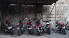 kırmızı motosikletler