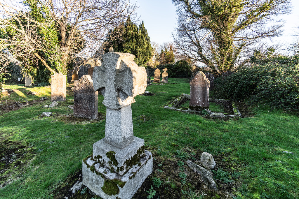 ANCIENT CHURCH AND GRAVEYARD AT TULLY [LAUGHANSTOWN LANE NEAR THE LUAS TRAM STOP]-134573