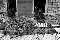 Mr.and Mrs. AurA (boriskombol) Tags: monochrome mono monotone monocromatico monocromo bw bnw blackandwhite blancoynegro biancoenero bn noiretblanc nb schwarzweis sw crnobijelo cb canon ef24105l 6d bicicletas vélos cycles fahrräder mesa table tisch chairs chaises sillas edificio bâtiment building gebäude outside outdoor