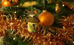 Joyeux Noël à tous !!! MacroMonday (passionpapillon) Tags: noël macro décoration sapin guirlande passionpapillon 2017 macromonday menberschoisebokeh