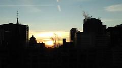 ** Un lever de soleil... ** (Impatience_1 (peu...ou moins présente...)) Tags: leverdesoleil sunrise centrevilledemontéal centreville montreal ciel sky édifice building impatience architecture fumée smoke supershot coth coth5