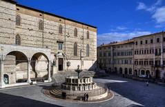 Il centro di Perugia – The center of Perugia town (Bluesky71) Tags: perugia umbria fontana fontanamaggiore fountain piazza square cattedrale cathedral bellitalia medioevo middleage