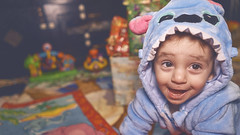 🎄 Happy one year birthday 🎄 (Vincent Monsonego) Tags: sony alpha ilce7rm2 a7rii a7r2 fe 28mm f2 sel28f20 birthday christmas happy boy child love family lilo stitch α αlpha portrait gift present box