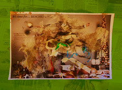 Happy Holidays Schöne Feiertage Merry Christmas Kellemes karácsonyi ünnepeket 圣诞节快乐 Buon Natale Καλά Χριστούγεννα Feliz Navidad メリークリスマス Frohe Weihnachten Joyeux Noël God Jul חג מולד שמח Zalig Kerstfeast .... (hedbavny) Tags: assemblage collage mess bescherung misgeschick ballon luftballon geplatzt basteln tinker crafting balloon present geschenk gift weihnachten christmas xmas navidad natale zeitung newspaper weihnachtsbaum christbaum christbaumkugel gold schmuck christbaumschmuck packerl paket eingepackt concrete beton red rot grau grey green grün blau blue cyan schnur band spagat knopf knoten koffer luggage mann male advent winter lotti lottchen zufall unfall handwerk sonntag feiertag holiday merrychristmas kellemeskarácsonyiünnepeket buonnatale feliznavidad joyeuxnoël hedbavny ingridhedbavny wien vienna austria österreich 圣诞节快乐 hand standard