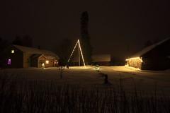 Jouluvalot_2017_12_25_0044 (FarmerJohnn) Tags: suomi finland laukaa valkola anttospohja jouluvalot christmaslights joulu xmas joulukuu december winter talvi outdoors snow lumi coutryside maaseutu joulukoristeet christmasdecoration decoration koristeet farm maatila house talo winterwonderland talvenihmemaa canon5dmarkiii ef1635l28iiusm juhanianttonen christmas