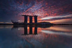Singapore Sunrise (RoosterMan64) Tags: cityscape clouds landscape marinabaysands reflection singapore sunrise water
