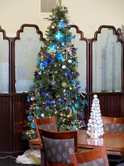 Christmas Tree in Peacock Room, Vintage 1920's Hotel, Hassayampa Inn, Prescott, AZ (classic_film) Tags: prescott arizona hotel hassayampainn building nationalregisterofhistoricplaces vintage classic architecture restaurant cafe dining lunch retro 1927 1920s twenties old nostalgic nostalgia elegant city street southwest southwestern history historic historical facade unitedstates mountains america ephemeral canon lodge haunted ghoststory road brick oldwest yavapaicounty christmas xmas holiday usa american
