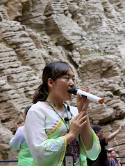 Folk Performer (oxfordblues84) Tags: goddessstream oat overseasadventuretravel peoplesrepublicofchina china touristattraction threerivergorge yangtzerivercruise yangtzeriver victoriacruises victoriajenna victoriajennacruise riverboatcruise rivercruise chinese chinesewoman singer performer