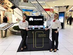 Hostese Promotiva za Huawei Slovenia. www.agencija22.si www.promotiva.si www.huawei.com