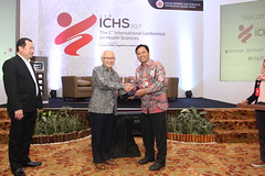 Dr. Widodo presents a gift to Prof. Widya Asmara (International Conference on Health Sciences) Tags: international health sciences ichs 2017 yogyakarta indonesia eastparc universitas gadjah mada bpp ugm badan penerbit publikasi medicine medical research researcher speaker emerging reemerging infectious disease tropical neglected sexually transmitted drug resistance technology clinical presentation conference annual ichs2017