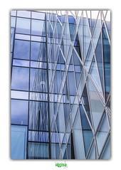 A TRICK OF THE LIGHT (régisa) Tags: vitre issylesmoulineaux bleu blue white blanc duotone thechameleons d7 window pane reflection