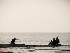 Photo de groupe- (MRI2009) Tags: merdunord briselame plage mer noiretblanc