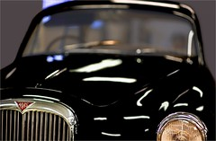 ALVIS (bert • bakker) Tags: alvis auto car garage neon nikon85mm18g