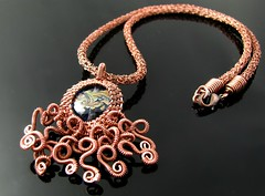 Noch'n Oktopus (CatsWire) Tags: octopus tintenfisch oktopus pendant anhänger rope schlauch copper kupfer necklace halskette wire draht crochet häkeln weaving drahtweben