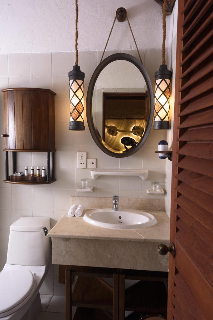 Deluxe Beach Bungalow - Bathroom