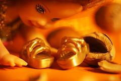 Surprise in the candlelight. Three hazelnuts for Cinderella. (Gudzwi) Tags: mm hmm macro makro macromondays macroorcloseup litbycandlelight candlelight kerzenlicht kerzenschein mitkerzenlichtbeleuchtet beleuchtung light barbie barbieworld cinderella aschenbrödel aschenputtel toy toyfigure doll puppe spielzeug spielzeugfigur schuhe golden gold puppenschuhe shoes dollshoes staunen surprise dreihaselnüssefüraschenbrödel film movie threehazelnutsforcinderella hazelnuts haselnüsse nikonmicronikkorp