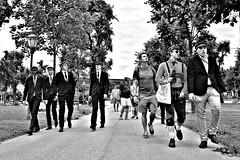 Back to the 60's (Roi.C) Tags: people walking talking outdoor vienna austria monochrome black white blackwhite blackandwhite nikkor nikond5300 nikon tree road