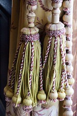 Tassels (Read2me) Tags: cye christmas curtains yarn rope green fabric decor newportmansion thechallengefactorypregamewinner ge detail