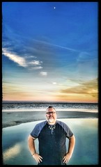 10/27/17 - Sunset on the Beach @ Hilton Head Island, SC (CubMelodic23) Tags: october 2017 vacation trip hdr sunset beach ocean sand hiltonheadisland southcarolina me dave selfportrait moon
