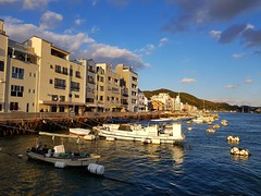 2018-01-04_10-25-49 (jumppoint5) Tags: reflection urban onomichi japan hiroshima boats clouds pier sunset blue building