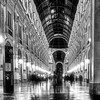 MILANO IN GALLERIA SCATTO SERALE!! (Roberto.mac.) Tags: milano galleria serale bw fantasiadelbw biancoenero citta arte cultura robertomac