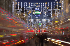Fretta natalizia! / Christmas hurry! (Oxford Circus, London, United Kingdom)(Buon Natale!!!/Merry Christamas!!!) (AndreaPucci) Tags: oxford circus christmas london uk bus lights andreapucci