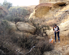 013 Finding The Right Nook (saschmitz_earthlink_net) Tags: 2018 california orienteering vasquezrocks aguadulce losangelescounty laoc losangelesorienteeringclub