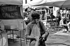 2017♦323 (ruggeroranzani_RR) Tags: analog blackandwhite 35mm film rolleisuperpan200 adoxaph09 leicam6 leicaelmarm12850 people woman bassanodelgrappa