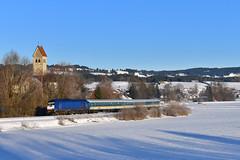 223 001, Stein by Manuel Schmid - Kurz nach dem EC mit dem 218 Doppel rollte der blaue Beacon Rail Leasing Eurorunner, 223 001, mit seinem ALX nach Oberstdorf bzw Lindau hinterher. Fast hätte der ALX nach München das Bild versaut, neben dem vierten Wagen kann man noch den Zugschluss des Gegenzuges erahnen...
