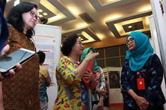 Nur Cahyani Setiawati discusses her poster (International Conference on Health Sciences) Tags: international health sciences ichs 2017 yogyakarta indonesia eastparc universitas gadjah mada bpp ugm badan penerbit publikasi medicine medical research researcher speaker emerging reemerging infectious disease tropical neglected sexually transmitted drug resistance technology clinical presentation conference annual ichs2017