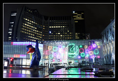 2018.01.02 La Défense by night 15 (garyroustan) Tags: paris france french iledefrance ile island building architecture ville ciudad city nuit night light color noche noel christmas navidad fetes fete feliz joyeux defense