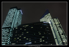 2018.01.02 La Défense by night 56 (garyroustan) Tags: paris france french iledefrance ile island building architecture ville ciudad city nuit night light color noche noel christmas navidad fetes fete feliz joyeux defense