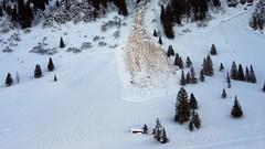 Avalanche Danger! (Daphne-8) Tags: avalanche lawine snow schnee sneeuw mountains bergen alps switzerland zwitserland schweiz svizzera svizra suisse valanga avalancha