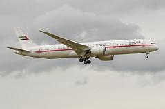 United Arab Emirates Boeing 787-900 Dreamliner; A6-PFE@ZRH;05.01.2018 (Aero Icarus) Tags: zürichkloten zürichflughafen zürichairport zrh lszh plane avion aircraft flugzeug unitedarabemirates boeing787900 dreamliner a6pfe boeing787