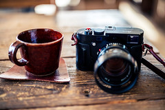 Favorite Things (moaan) Tags: kobe hyogo japan jp cafe table coffee mug coffeecup coffeelove coffeelover coffeeaddicts camera gear equipments leicacamera leicamp type240 noctilux50mmf10 coffeetime coffeebreak cozy cozyplace dof depthoffield bokeh bokehphotography canon canonphotography canoneos5dsr zeissotus1455ze utata 2017