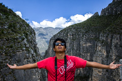 (viictordz) Tags: shoots enyoing nature mountains huasteca man mexican