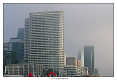 2016.12.17 La Défense 4 (garyroustan) Tags: paris france french iledefrance ile island building architecture ville ciudad city la défense 92