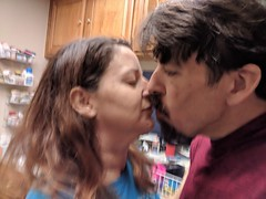 Kiss (earthdog) Tags: 2017 needstags needstitle googlepixel pixel cameraphone moblog androidapp kiss marriage face family
