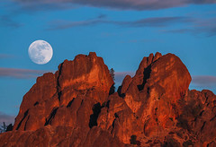 Wolf Supermoon Rise (Omnitrigger) Tags: fullmoon moon moonrise highpeaks pinnaclesnationalpark pinnacles nature lunar supermoon wolfmoon