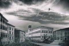 Vertigine a Perugia (Cristiano Pelagracci) Tags: perugia funambolo loreni city blackandwhite