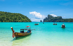 Koh Phi Phi, Thailand DSC_0474 (deborahb0cch1) Tags: boat beach sea ocean bay island tropicalisland sunny sky bright tree forest sand thailand kohphiphi