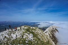 Anboton (Jabi Artaraz) Tags: jabiartaraz jartaraz zb euskoflickr anboto mendizaleak montaña montañeros paisaje niebla