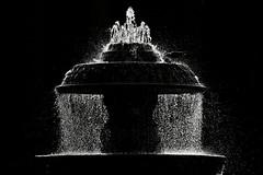 san pietro: fontana in controluce (gaudenzio_) Tags: italia lazio roma canon 350d sanpietro fontana